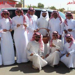 بالصور إخبارية الأجفر توزع حلوى العيد