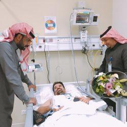 منسوبي صحي الأجفر يهنئون زميلهم التميمي بسلامته بعد تعرضه لحادث