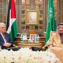 الملك سلمان يبحث مع الرئيس الفلسطيني اخر مستجدات الساحة العربية