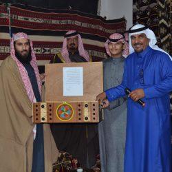 بالصور الأستاذ حمود الهديني يحتفي بالشيخ سلطان الرمالي بمضيفه بالأجفر