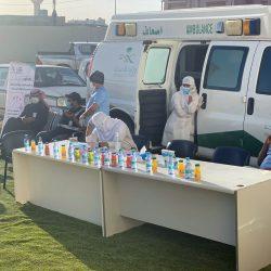 مركز صحي الأجفر ينظم حملة تطعيم الانفلونزا الموسمية بمقر الجمعية الخيرية اثناء توزيع المساعدات الشتوية لمستفيديها