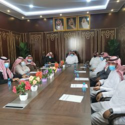 بالصور المجلس البلدي بمدينة الاجفر يعقد اجتماعه الـ ٦٤ ورئيسه بن نهير يكرم الأستاذ نايف العقاب